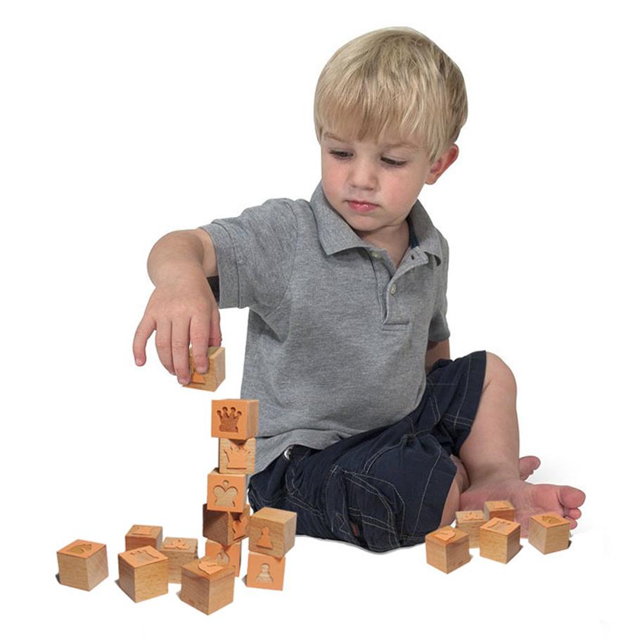 boy_with_blocks